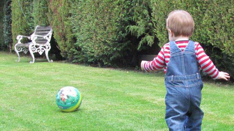 Cuidado de niños y el beneficio de jugar con ellos