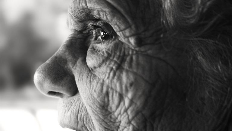 Sentimientos de soledad en personas mayores durante el verano