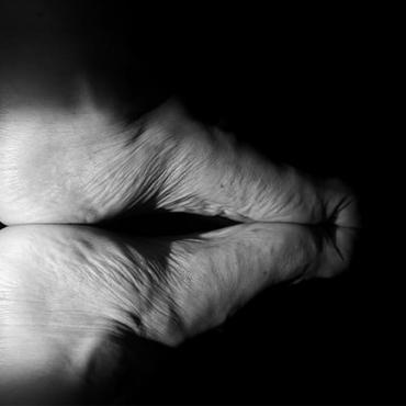 Hinchazón de tobillos en personas mayores