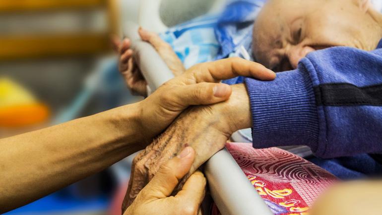 Cuidados de una persona mayor al final de su vida